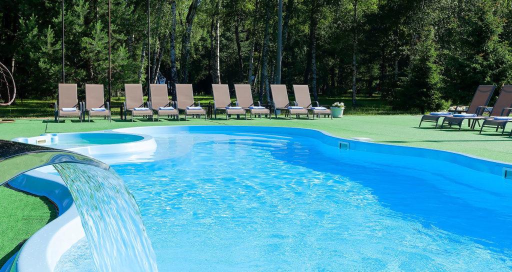 10 лучших отелей Подмосковья с теплым бассейном